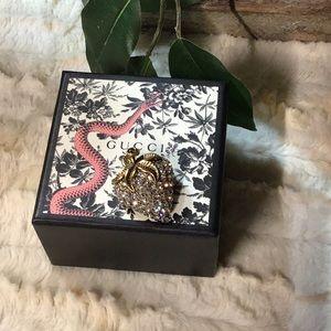 Gucci brooch
